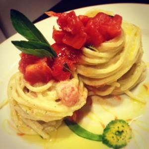 Espaguete ao Molho Cremoso de Abobrinha e Tomates Marinados